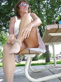 upskirt no panties outdoor