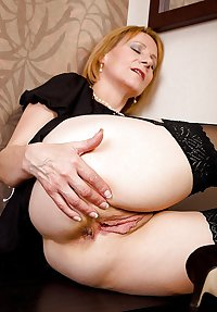 MATURE AND GRANNIES 54