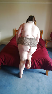 Tim Tess 27B Hairy BBW gets ready for bed
