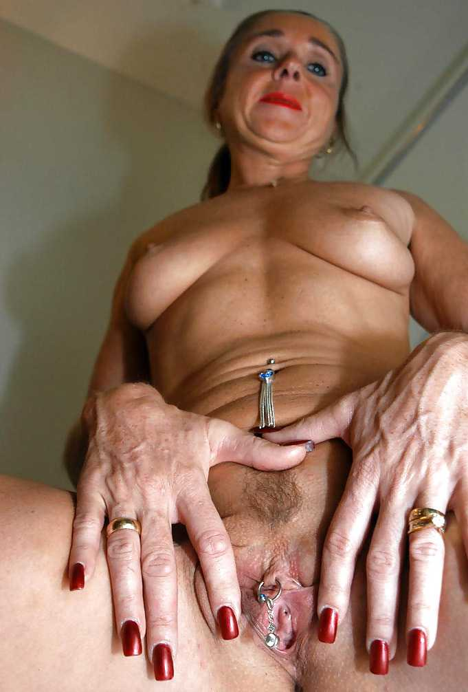 Frauenpenis Mutter Brustwarzen Handjob